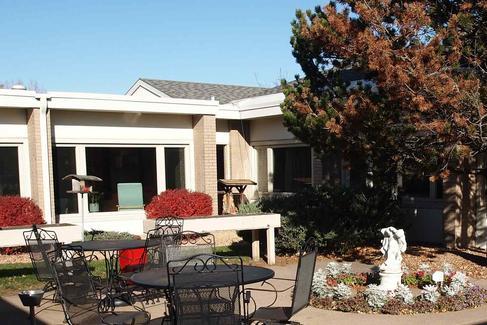 crest view senior communities building amenities